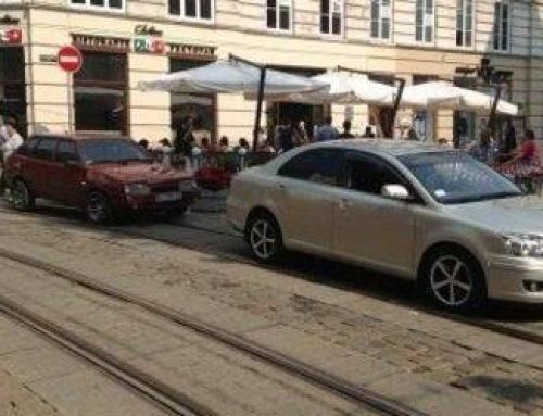 115 годин простояли минулого місяця трамваї та тролейбуси через ДТП та неналежне паркування